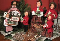 Add to your collection of Byer's Choice collectible Christmas figurines